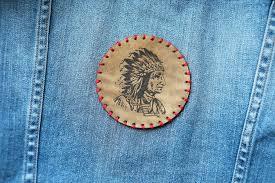 Заплатку на дырку в одежде